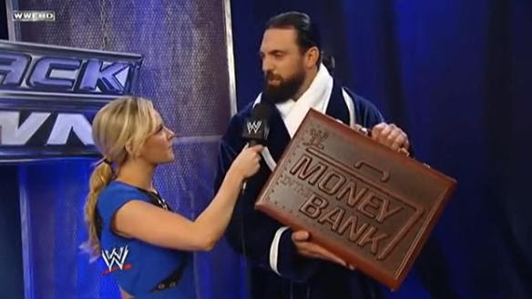 Damien Sandow estrena nuevo diseño del maletín de Money in the Bank