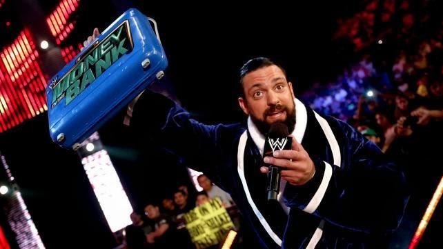 Porque Damien Sandow canjeo su maletín en RAW?