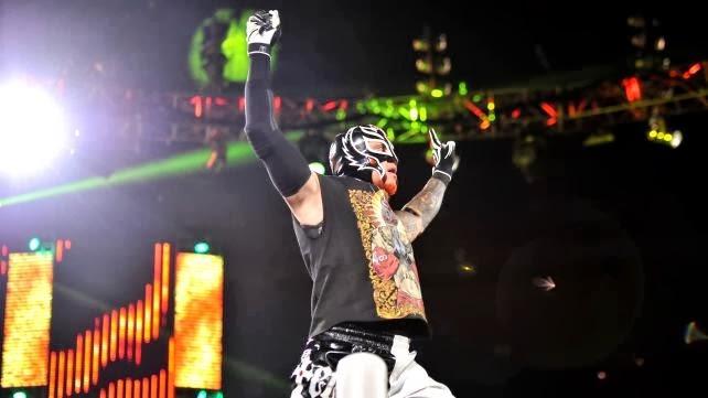 Rey Mysterio hizo su regreso a WWE esta noche en RAW