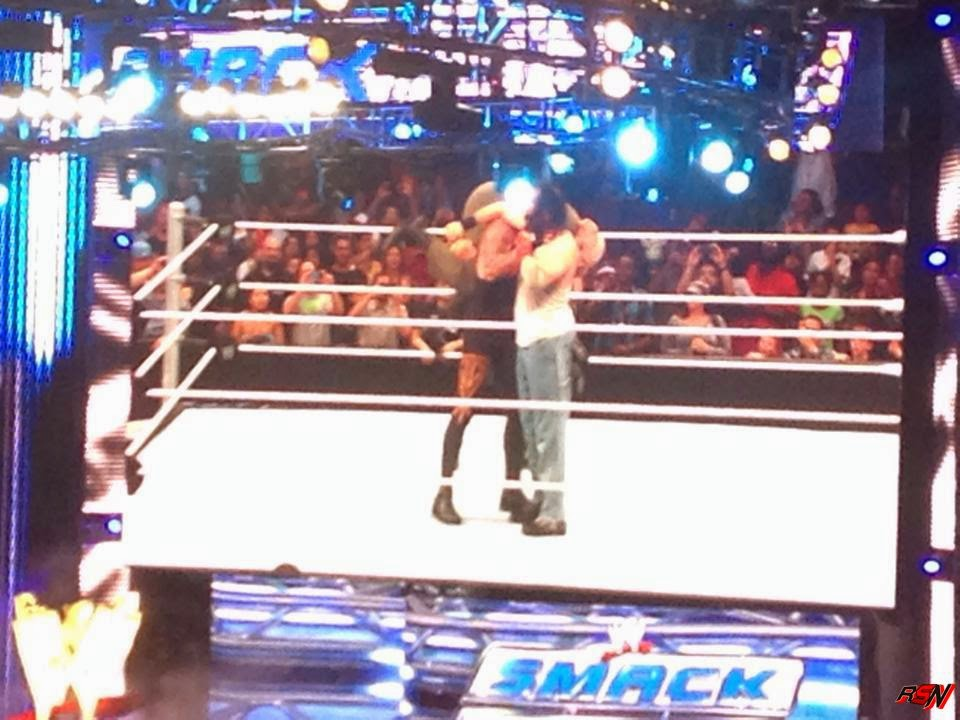 The Undertaker Apareció En El After Show De Smackdown