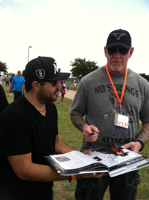 The Undertaker aparece después de RAW para ayudar a John Cena