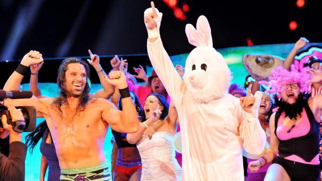 Luchador importante trabajando cómo El Conejo de Adam Rose